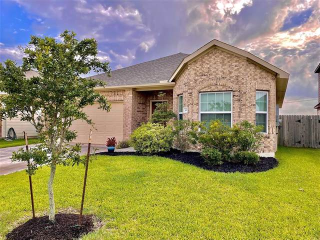 450 Forest Village Circle, La Marque, TX 77568 (MLS #87024496) :: The Bly Team
