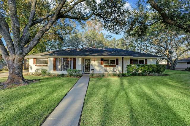809 Forest View Street, Friendswood, TX 77546 (MLS #87058334) :: The Freund Group