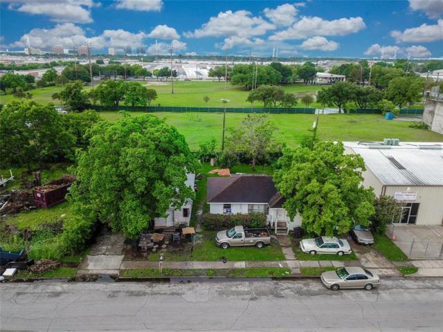 9013 Pagewood Lane, Houston, TX 77063 (MLS #87085106) :: The Heyl Group at Keller Williams