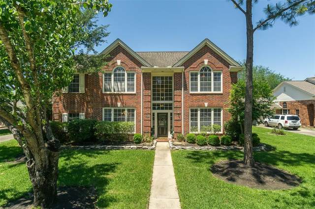 1206 Blueberry Lane, Friendswood, TX 77546 (MLS #87148411) :: The SOLD by George Team