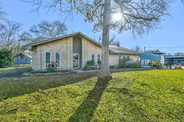 1803 Highway 332 W, Lake Jackson, TX 77566 (MLS #87293420) :: The Bly Team