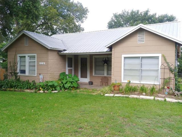 528 S Tesch Street, Bellville, TX 77418 (MLS #87544707) :: Magnolia Realty