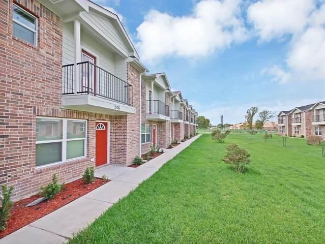 211 Fairfax Lane, Pasadena, TX 77502 (MLS #87644424) :: The SOLD by George Team