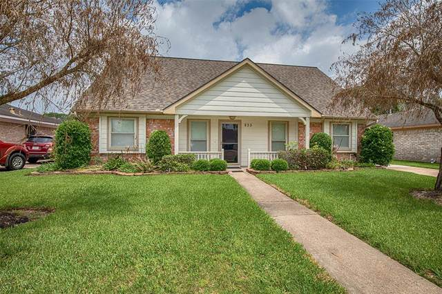 835 Seamaster Drive, Houston, TX 77062 (MLS #87674981) :: The SOLD by George Team