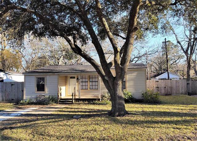 405 Oaklawn Street, League City, TX 77573 (MLS #87708959) :: The Bly Team