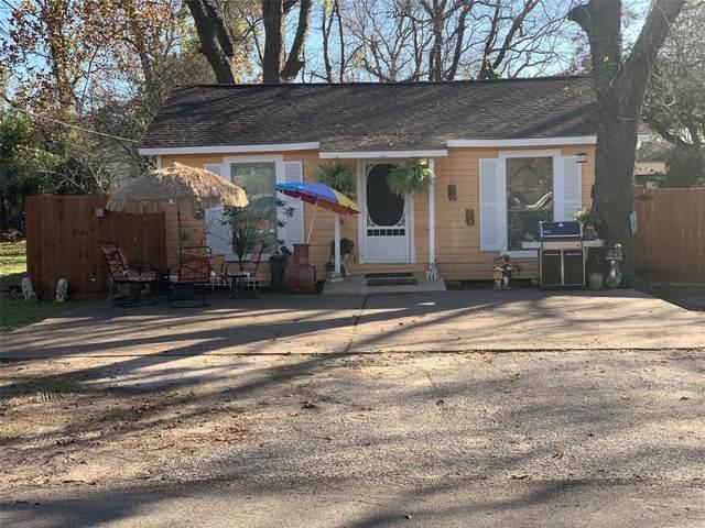 129 W Orchard Street, Clute, TX 77531 (MLS #87826860) :: Guevara Backman