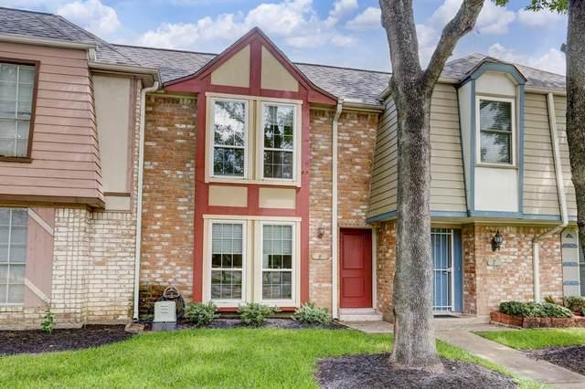 11002 Hammerly Boulevard #8, Houston, TX 77043 (MLS #88192905) :: Lerner Realty Solutions