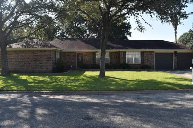 118 Suffolk Street, Hallettsville, TX 77964 (MLS #88201639) :: Texas Home Shop Realty