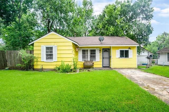 426 Center Way Street, Lake Jackson, TX 77566 (#88281601) :: ORO Realty