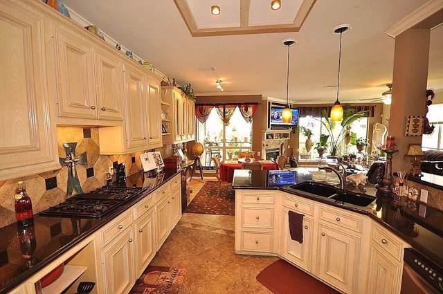 305 Lakeside Lane, Nassau Bay, TX 77058 (MLS #88486740) :: Bay Area Elite Properties