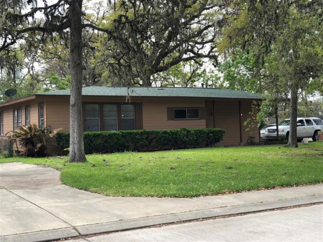 202 Jasmine, Lake Jackson, TX 77566 (MLS #88539653) :: Giorgi Real Estate Group