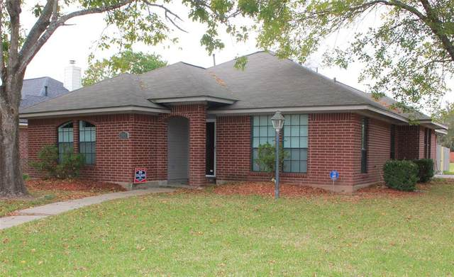 202 Mango Circle, Lake Jackson, TX 77566 (MLS #88622323) :: The Home Branch