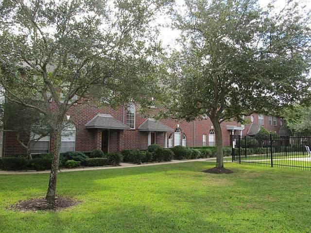 1351 El Camino Village Drive, Webster, TX 77058 (MLS #88684781) :: Michele Harmon Team