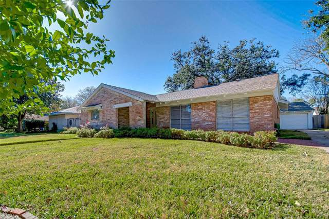 18318 Carriage Lane, Nassau Bay, TX 77058 (MLS #88714041) :: The SOLD by George Team