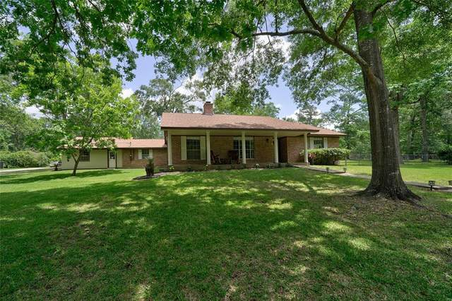 8 Hillcrest Drive, Conroe, TX 77303 (MLS #88739052) :: The Bly Team