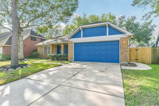 4926 Clover Lane, Pearland, TX 77584 (MLS #88923544) :: Christy Buck Team