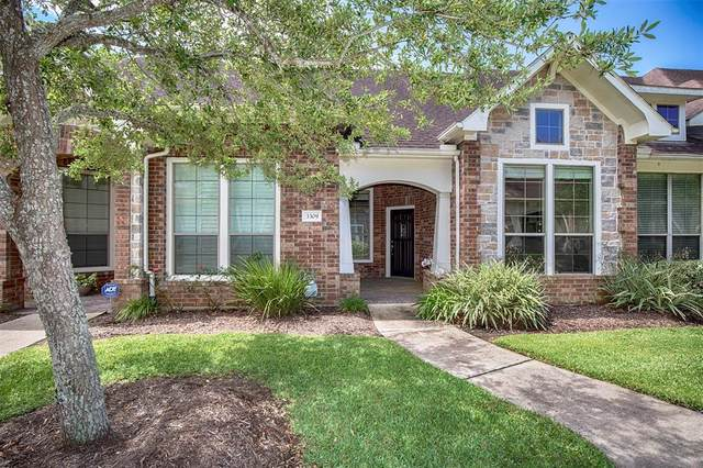 3309 Knollcrest Lane, Pearland, TX 77584 (MLS #88963566) :: The Queen Team
