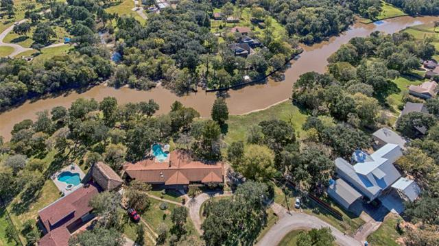 221 W Bayou Drive, Dickinson, TX 77539 (MLS #88998356) :: The SOLD by George Team