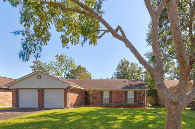 2211 Tall Ships Drive, Friendswood, TX 77546 (MLS #89100318) :: Texas Home Shop Realty