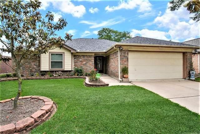 16031 Surrey Woods Drive, Friendswood, TX 77546 (MLS #89113926) :: Michele Harmon Team