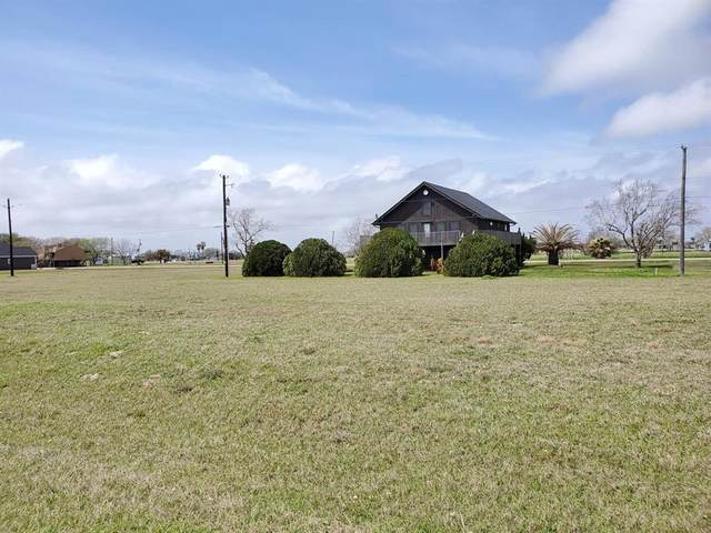 676 Swallow Drive, Palacios, TX 77465 (MLS #89280089) :: Michele Harmon Team
