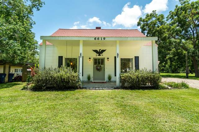 6619 Stephen F Austin Road, Jones Creek, TX 77541 (MLS #89593015) :: Guevara Backman