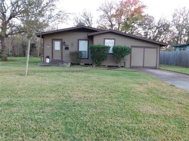 316 Circle Way Street, Lake Jackson, TX 77566 (MLS #89647125) :: NewHomePrograms.com LLC