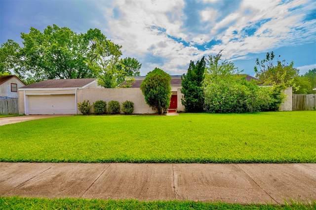 18314 Kings Row, Webster, TX 77058 (MLS #89711430) :: Giorgi Real Estate Group