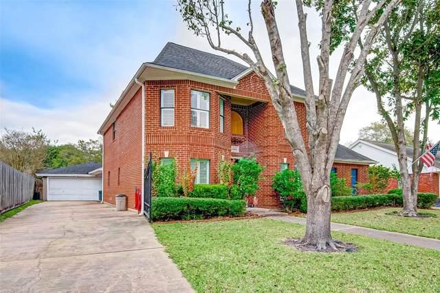 18303 Carriage Lane, Nassau Bay, TX 77058 (MLS #89728780) :: Ellison Real Estate Team