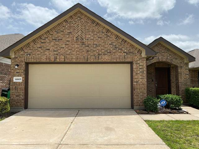6865 Dogwood Cliff Lane, Dickinson, TX 77539 (MLS #9003935) :: The SOLD by George Team