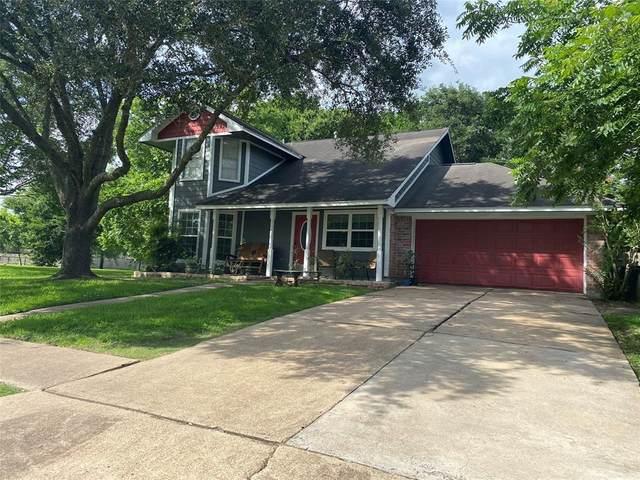 16611 Oxnard Lane, Friendswood, TX 77546 (MLS #90317359) :: The Bly Team