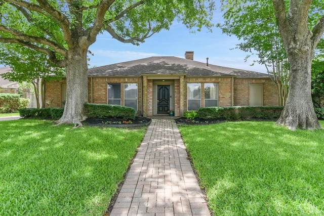 1018 Coachlight Drive, Houston, TX 77077 (MLS #90367536) :: The SOLD by George Team