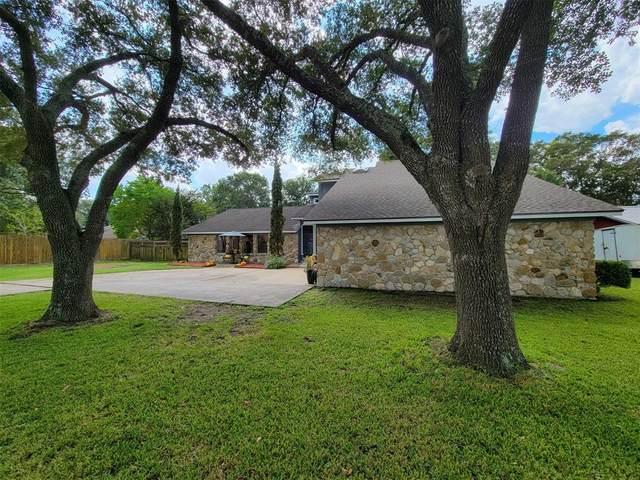 1512 Bell Oaks Drive, Bellville, TX 77418 (MLS #90481285) :: Texas Home Shop Realty