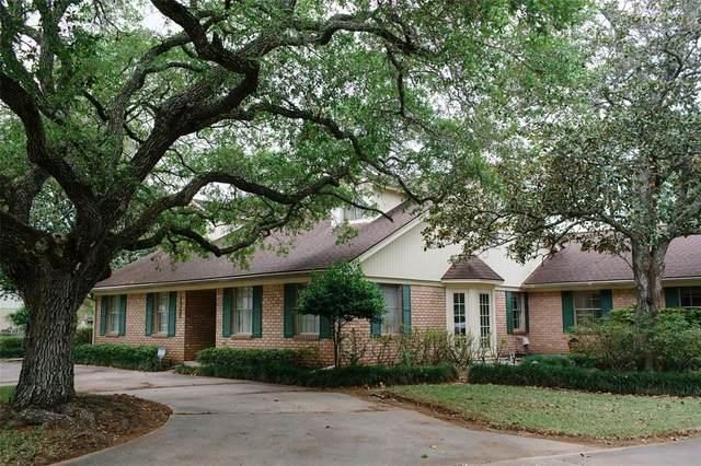 1302 Linwood Drive, Wharton, TX 77488 (MLS #90678615) :: The Jennifer Wauhob Team