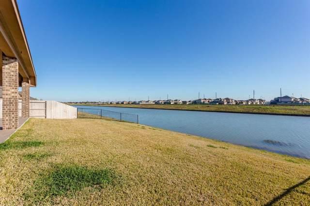 2702 Newport Lake Boulevard, Manvel, TX 77578 (MLS #90892035) :: The Home Branch