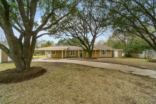 7440 County Road 215A, Alvin, TX 77511 (MLS #90947265) :: Michele Harmon Team