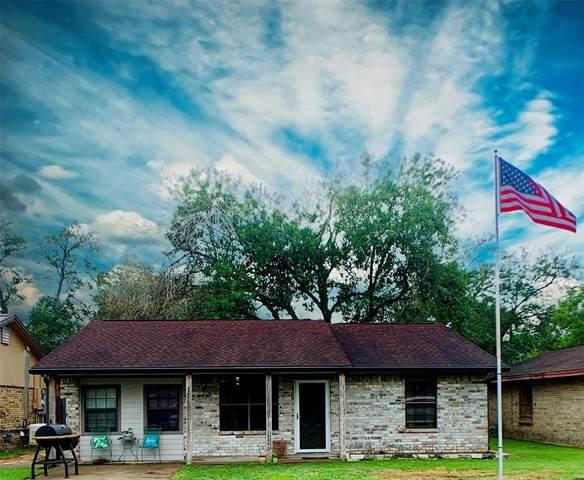 1718 Avenue C, Danbury, TX 77534 (MLS #91046513) :: Michele Harmon Team