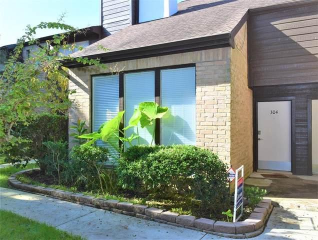 2601 Braeswood Boulevard #304, Houston, TX 77025 (MLS #91396684) :: Lerner Realty Solutions