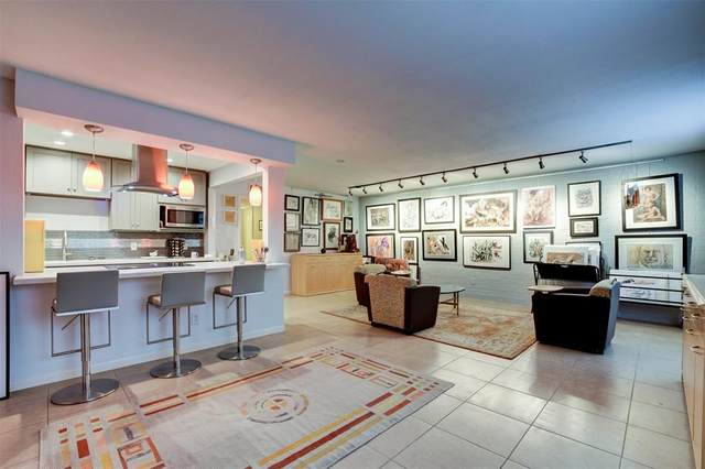 2711 Briarhurst Drive #11, Houston, TX 77057 (MLS #91408793) :: The SOLD by George Team