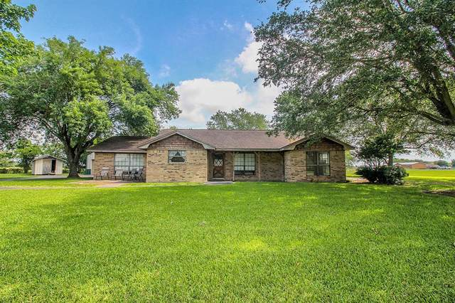 106 N Lake Drive, Winnie, TX 77665 (MLS #91583017) :: Guevara Backman