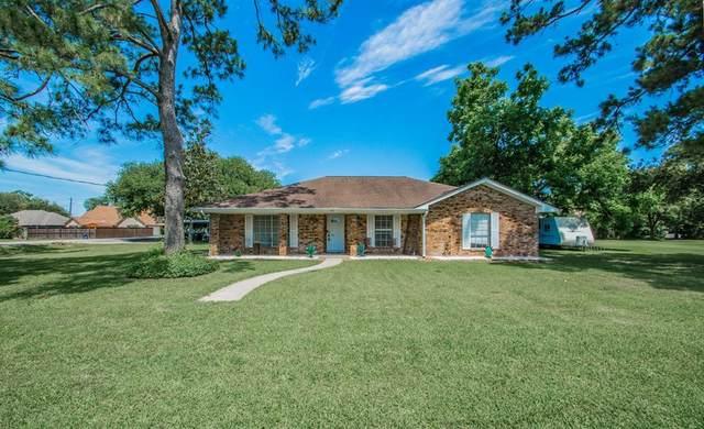5822 4th Street, Danbury, TX 77534 (MLS #91767047) :: The SOLD by George Team