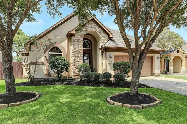 1560 Garden Lakes Dr, Friendswood, TX 77546 (MLS #92046760) :: Rachel Lee Realtor