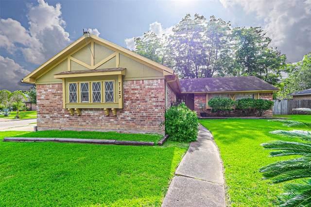 7123 Longvine Drive, Houston, TX 77072 (MLS #92171609) :: NewHomePrograms.com LLC