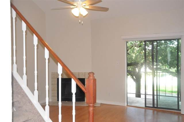10811 Richmond Avenue #17, Houston, TX 77042 (MLS #92173759) :: The SOLD by George Team