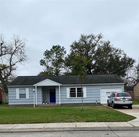 216 Laurel Street, Lake Jackson, TX 77566 (MLS #92203693) :: Michele Harmon Team