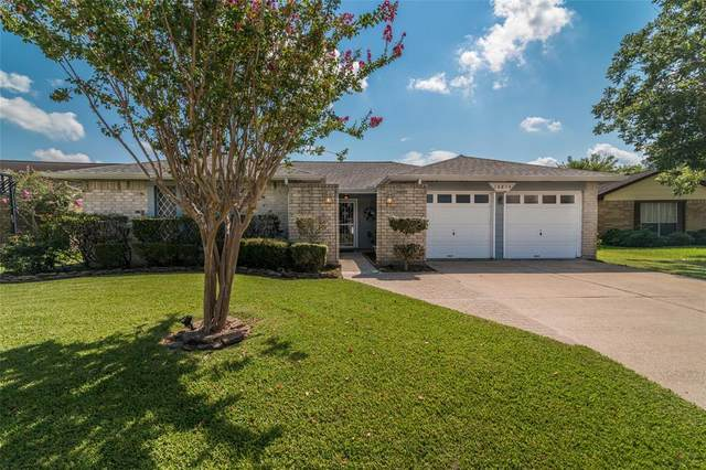 16814 Kings Chapel Court, Friendswood, TX 77546 (MLS #92272867) :: The Heyl Group at Keller Williams