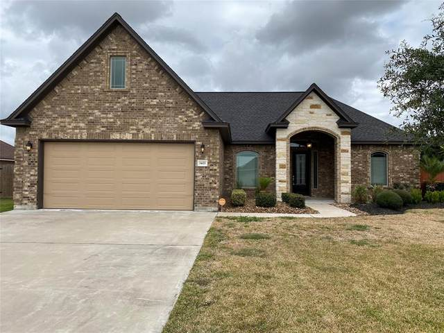 1421 S Bluebonnet Lane S, Angleton, TX 77515 (MLS #92343292) :: The Queen Team
