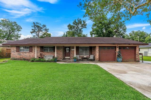 110 Timber Lane, Baytown, TX 77520 (MLS #92602764) :: The Queen Team