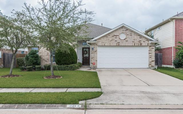 2213 Megellan Point Lane, Pearland, TX 77584 (MLS #92711959) :: Carrington Real Estate Services