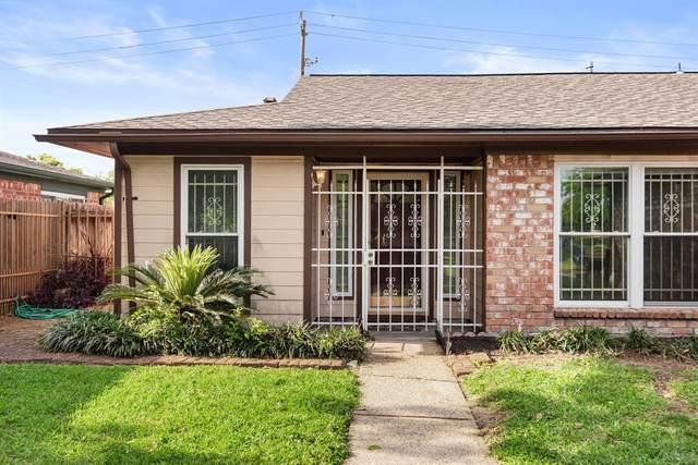 13731 Oleoke Lane, Houston, TX 77015 (MLS #927393) :: NewHomePrograms.com